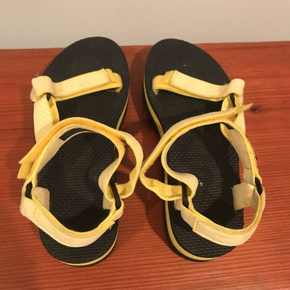 8b5fa756052 TEVA CANDY STRIPE YELLOW PLATFORM SANDALS